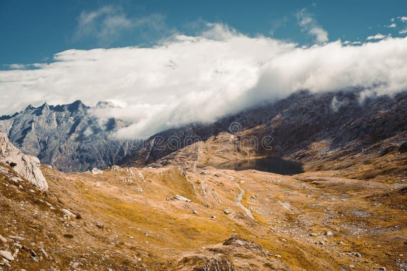 在山的美好的全景自然 免版税图库摄影