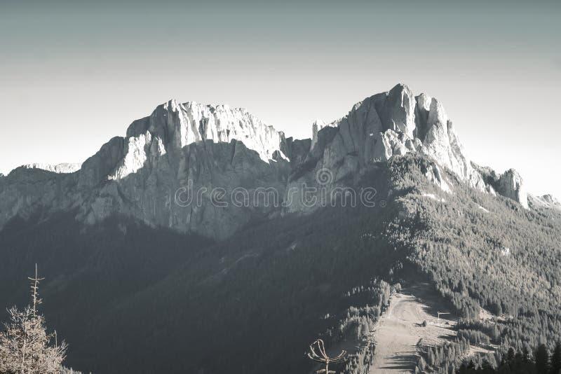 在山的美好的全景自然 库存照片