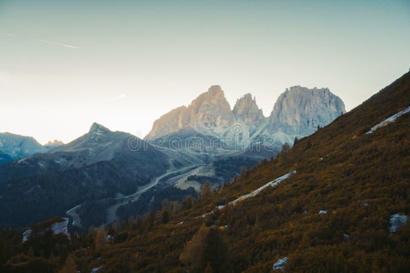 在山的美好的全景自然 免版税库存图片