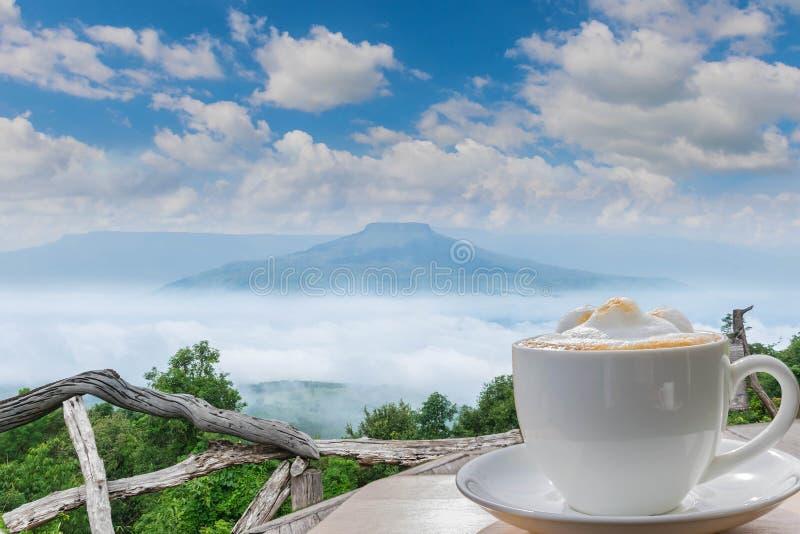 在山的观点在Loei的Phu Pa por富士,Lo 免版税图库摄影