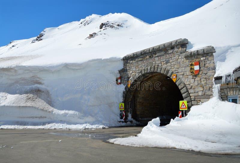 在山的隧道 库存图片