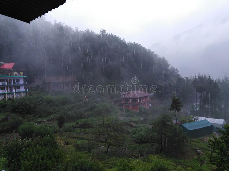 在山的雨季 库存图片