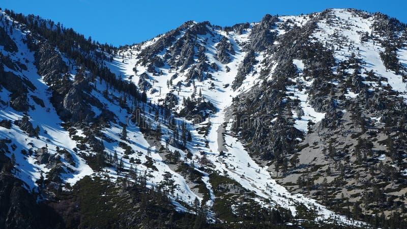 在山的雪在太浩湖 库存照片