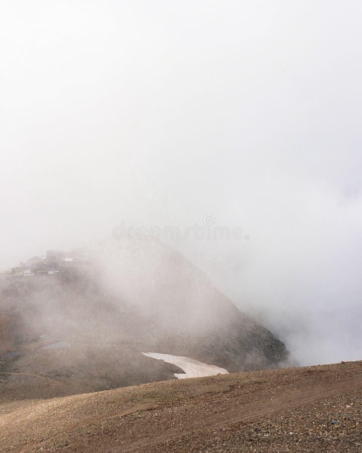 在山的雾 库存图片