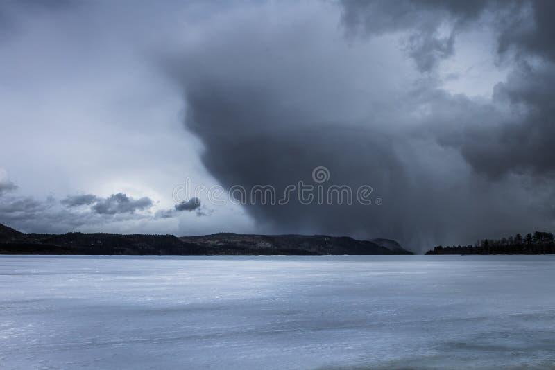在山的风暴 图库摄影