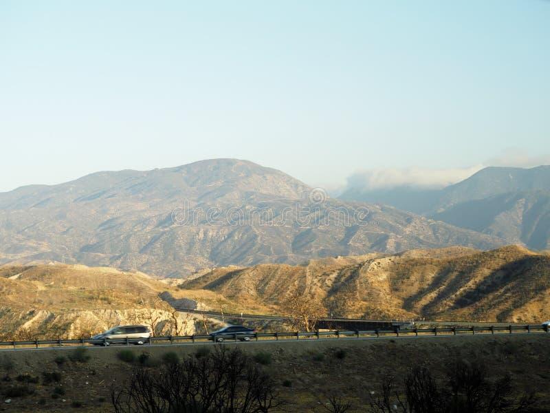 在山的高速公路 库存照片