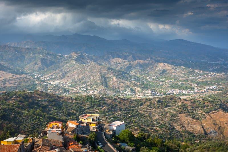 在山的暴风云在西西里岛 免版税库存图片