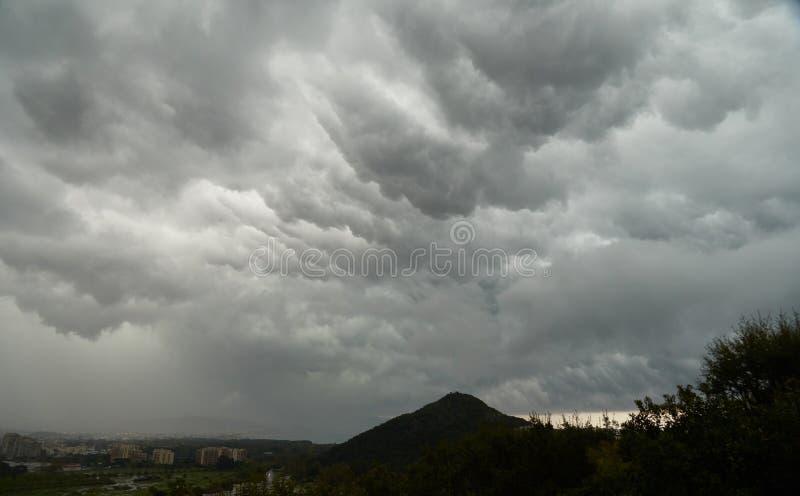 在山的Cloudscape在法国 库存图片