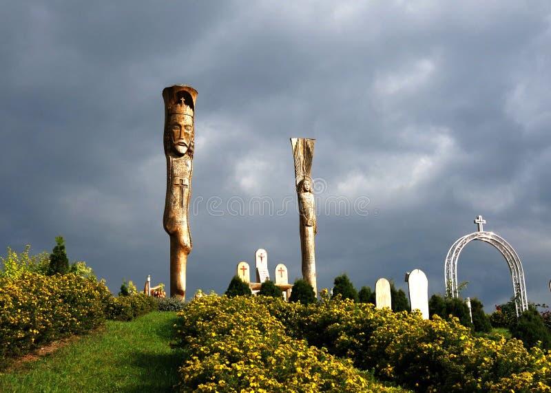 在山耶稣国王的木雕塑 免版税库存照片