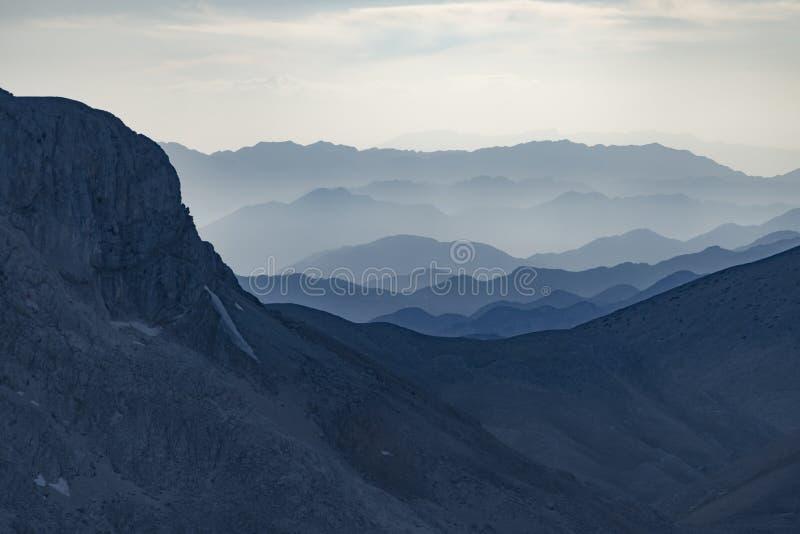 在山脉的薄雾 图库摄影