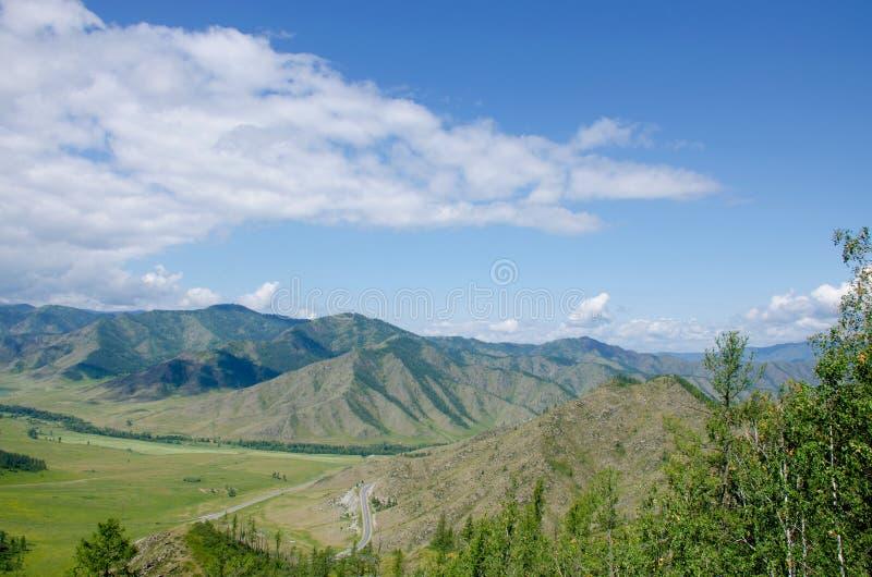 在山阿尔泰的通行证一个美好的风景 库存图片