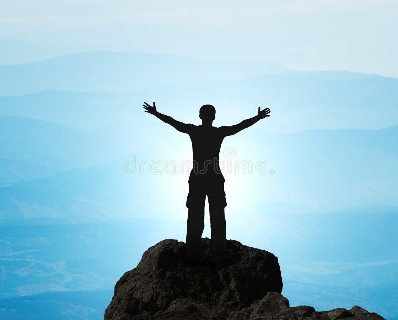 在山顶部的人。 免版税库存照片