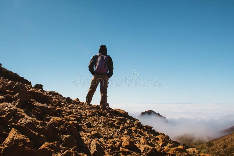 在山顶部的体育人 特内里费岛金丝雀 免版税库存照片