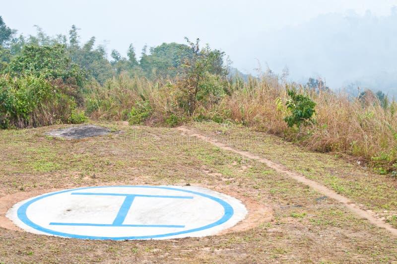 在山顶部的直升机停车处 免版税图库摄影