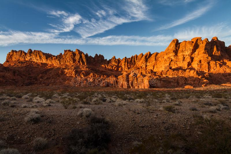 在岩层的美好的日落焕发在火国家公园谷  免版税库存图片