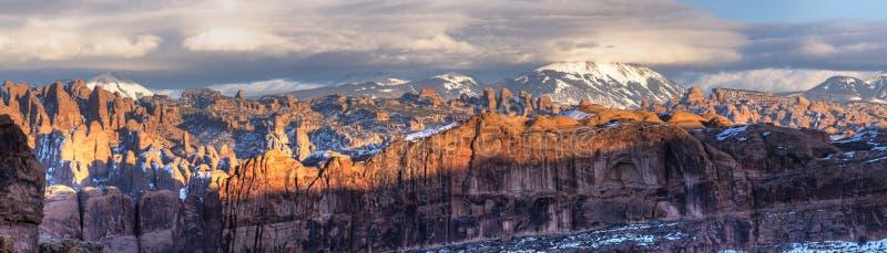 在岩石全景后 免版税图库摄影