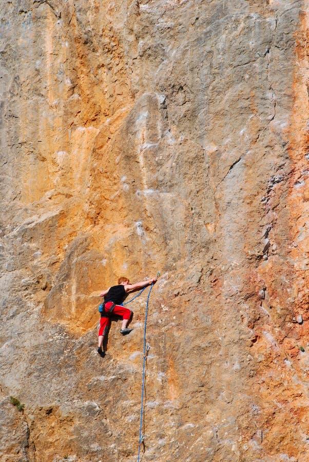 在岩石占领期间的摇滚登山人 免版税图库摄影