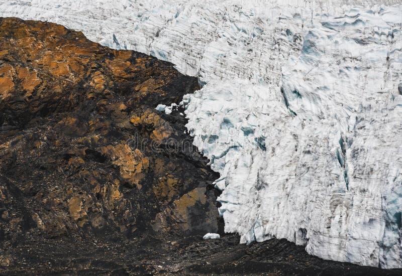 在岩石和冰之间的边界 库存照片