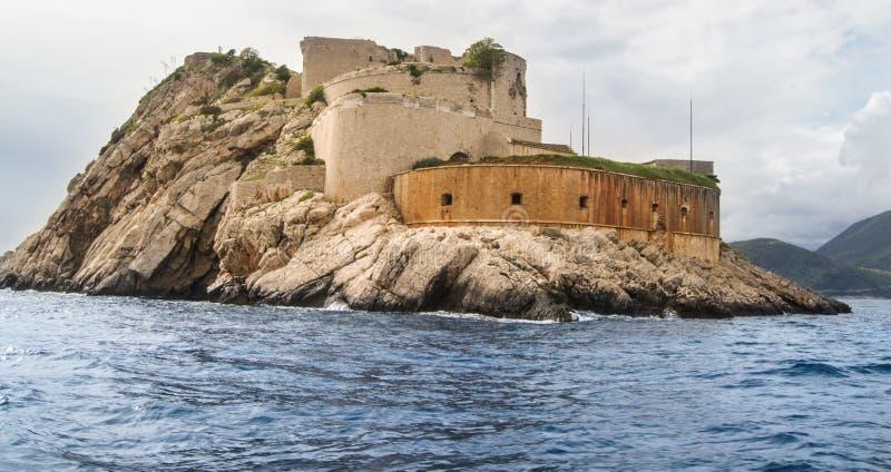 在岩石的一座小城堡 免版税库存照片