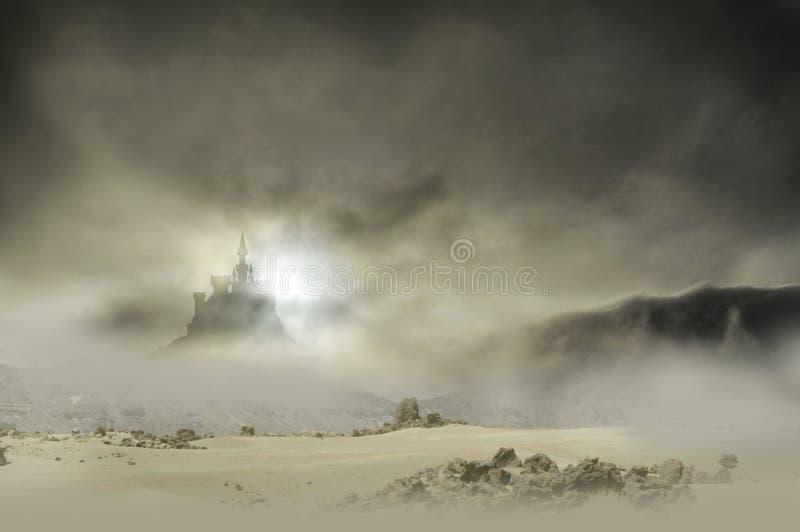在岩石的云彩的城堡 图库摄影