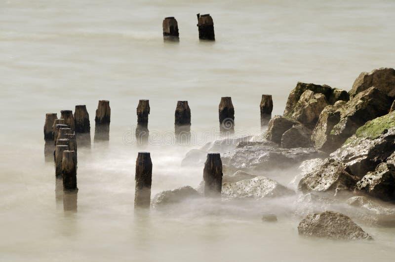 在岩石的海景 免版税库存照片