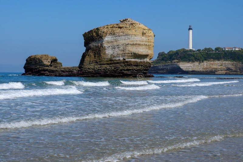 在岩石的灯塔处于低潮中在比亚利兹,法国 图库摄影