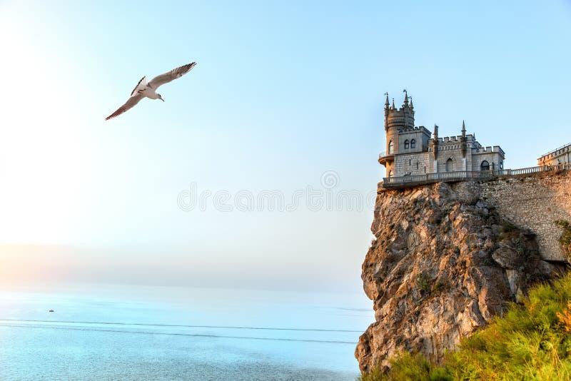 在岩石的美丽的燕子巢城堡黑海,克里米亚,乌克兰 库存图片