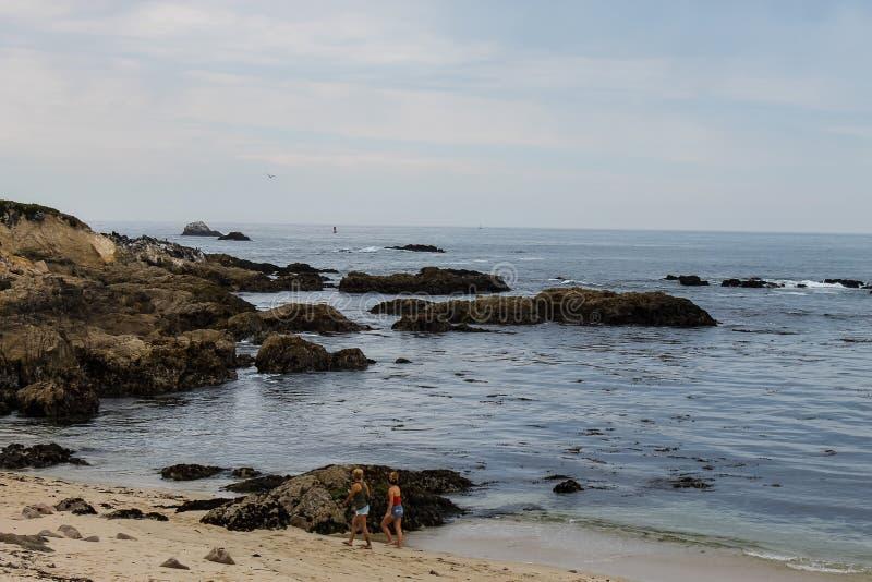 在岩石蒙特里加州的日出, 免版税库存图片