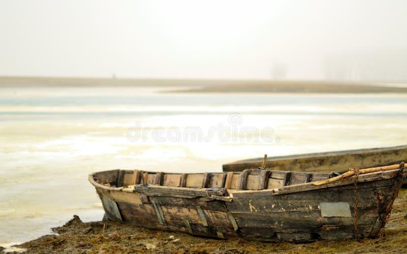 在岸的小船 图库摄影