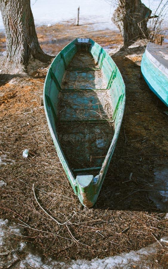 在岸的小船 库存照片