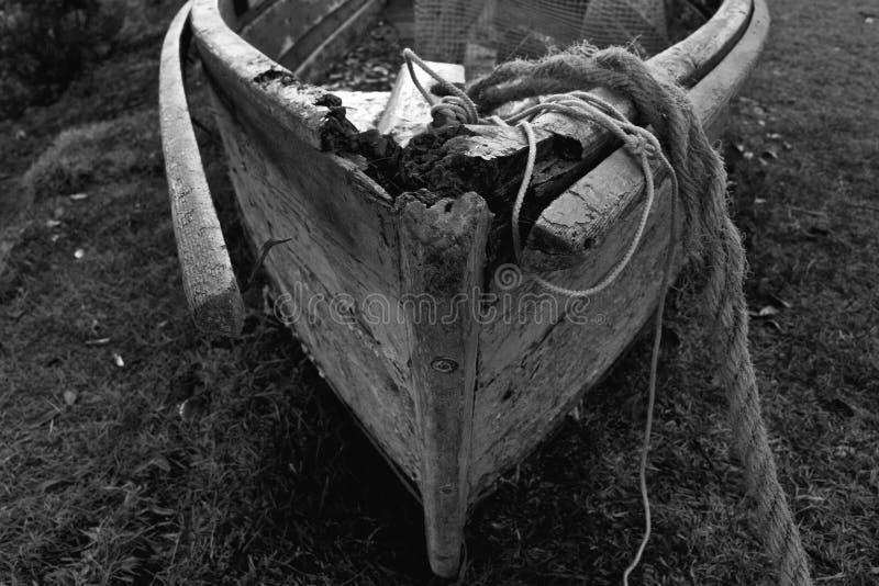 在岸线的使用的小船 免版税库存照片