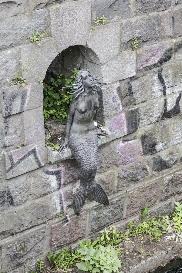在岸Vilnia河的美人鱼 库存照片
