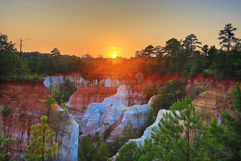 在峡谷的日落 免版税库存图片