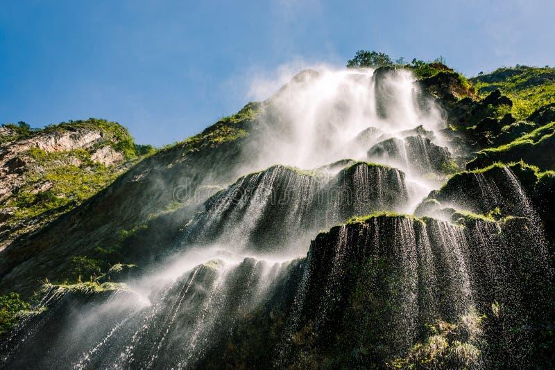 在峡谷del Sumidero,恰帕斯州,墨西哥的瀑布 图库摄影