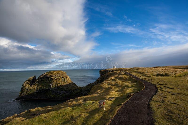 在峭壁的坚韧自然在冰岛 落矶山脉和美丽 库存图片