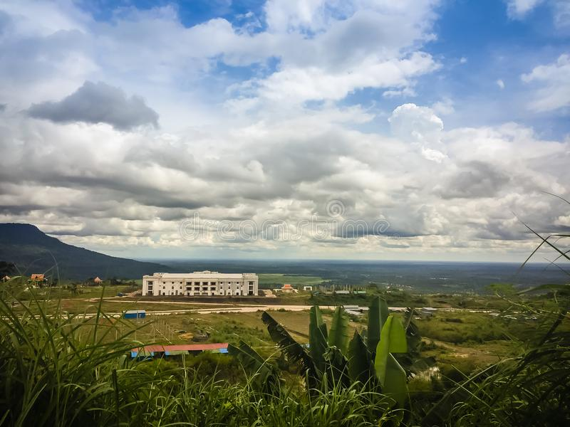 在崇公Arn Ma,泰国柬埔寨过境的新赌博娱乐场大厦(称Ses过境在柬埔寨)相对于U 免版税图库摄影
