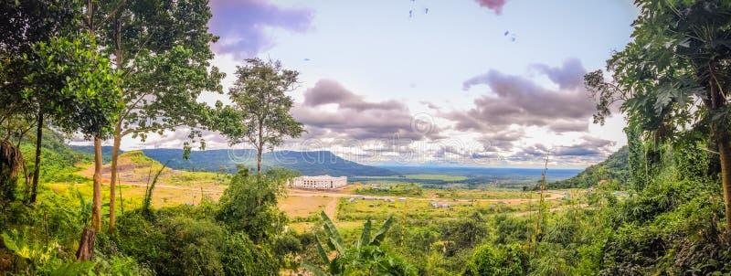 在崇公Arn Ma,泰国柬埔寨过境的新赌博娱乐场大厦(称Ses过境在柬埔寨)相对于U 免版税库存图片