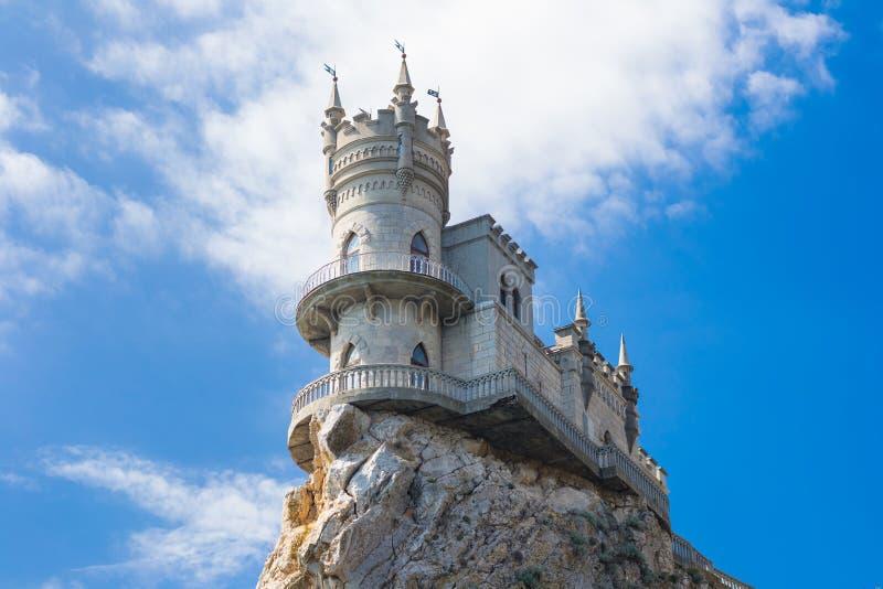 在嵌套s燕子井已知的城堡雅尔塔附近 Gaspra 克里米亚 调遣结构树 库存图片