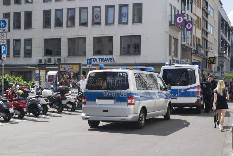 在巡逻的德国警察 免版税图库摄影