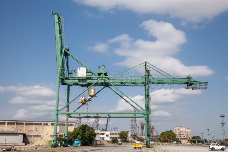 Download 在工业口岸的容器起重机 库存图片. 图片 包括有 运输, 端口, 蓝色, 采购管理系统, 港口, 贸易, 运费 - 62539107