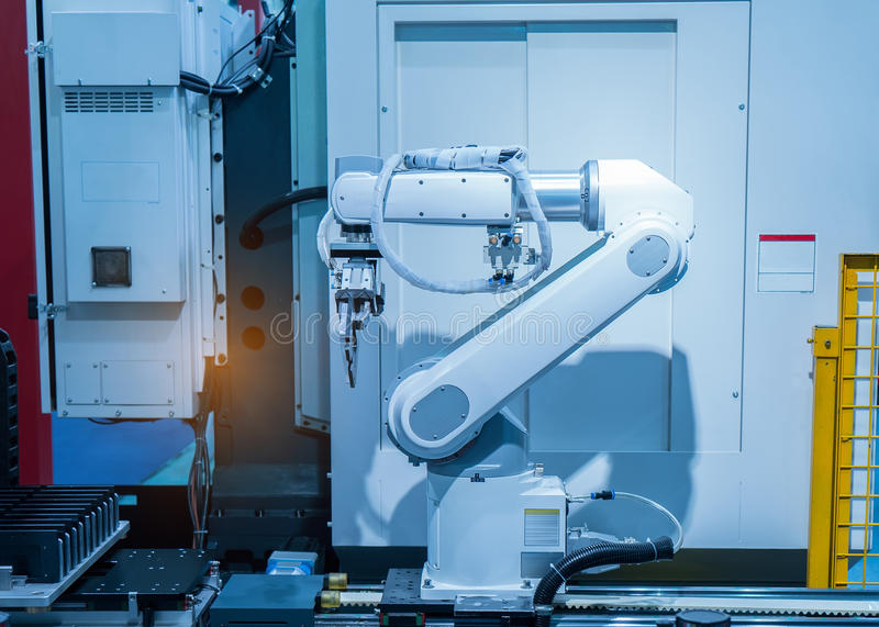 在工业工厂的机器人手机械工具 免版税图库摄影
