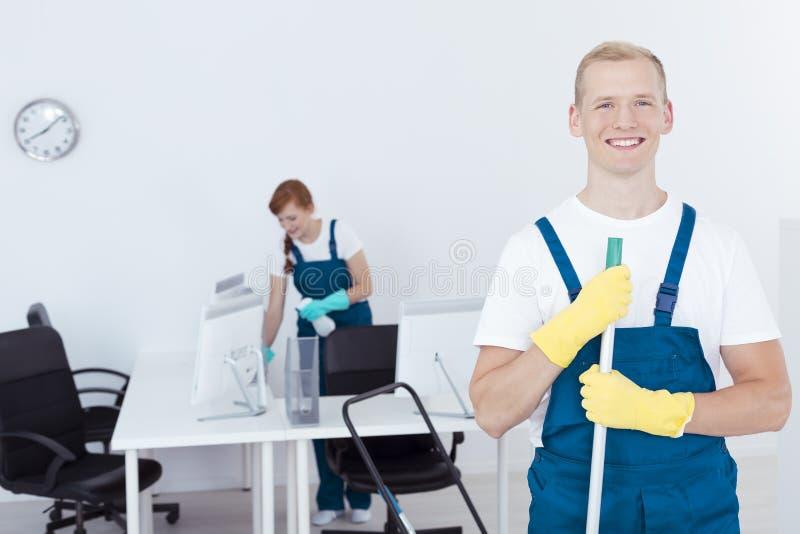 在工作期间的擦净剂 免版税库存照片