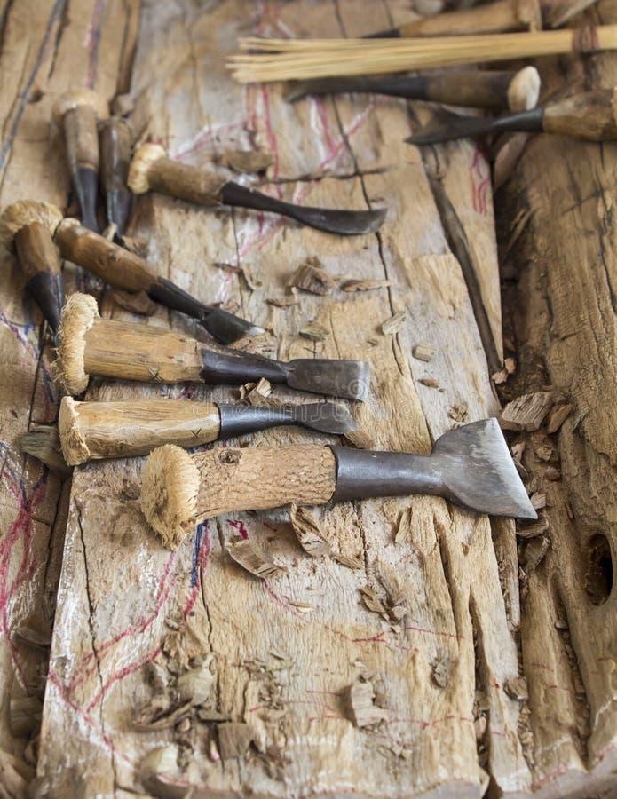 在工作的老木凿 免版税库存照片