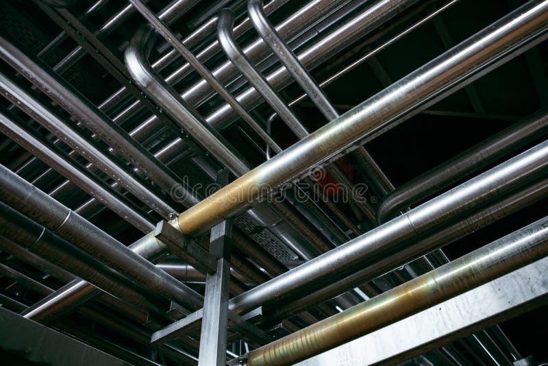 在工厂的钢管道 免版税库存照片