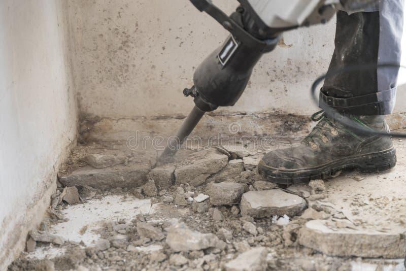 在工地工作的爆破锤子在使用中 免版税库存图片
