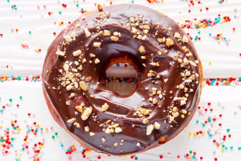 在巧克力釉的多福饼 免版税库存照片