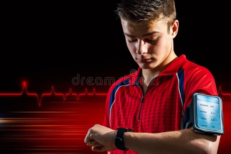 在巧妙的手表的青少年的做的健身分析 免版税库存图片