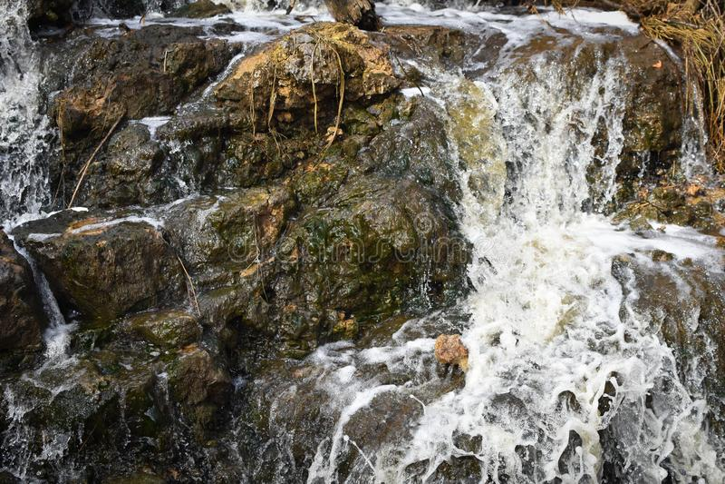 在巨型岩石的瀑布-州长推托国家公园 免版税图库摄影