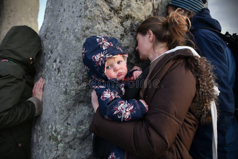 在巨石阵的冬至庆祝 免版税库存图片