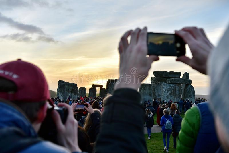 在巨石阵的冬至庆祝 免版税库存照片